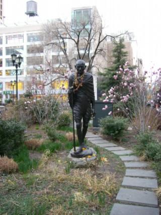 Gandhi statue 01