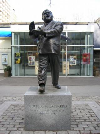 LaGuardia statue 01