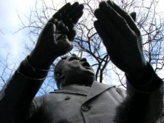 LaGuardia statue 04