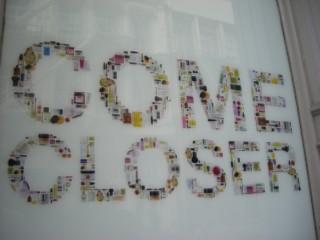 Sign Come Closer 01